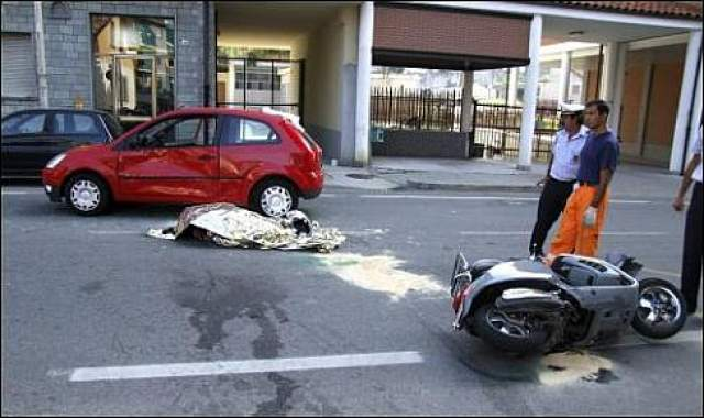 50-летний итальянский предприниматель, глава всемирно известной дизайнерской компании Pininfarina 51, попал в смертельную для него автокатастрофу недалеко от Турина, Италия.