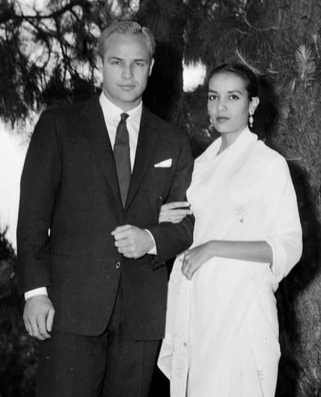 Марлон Брандо и его жены. Признанный красавец и легенда мирового кинематографа всегда питал слабость к экзотическим девушкам. Молодая индийская актриса Анна Кашфи свела актера с ума.