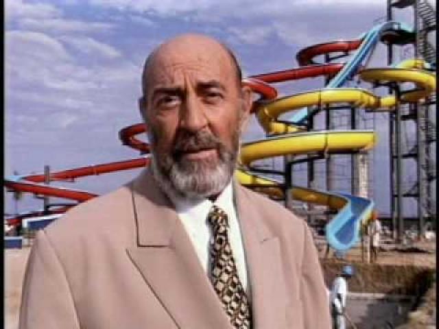 Много снимался в кино и сериалах, а еще больше играл в театре. К сожалению, Кортес скончался в 2006 году.