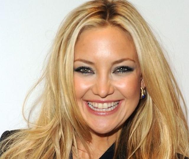 Кейт Хадсон. Блондинками явно приходится пользоваться косметикой больше, чем брюнеткам, и актриса не исключение.