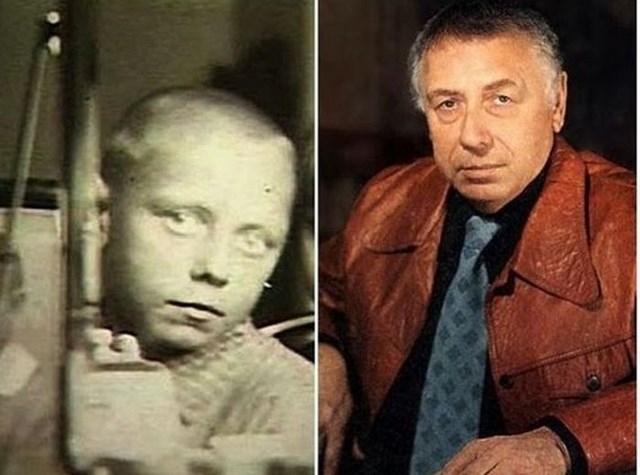 Анатолий Папанов появлялся на сцене еще в детстве, играя вместе с отцом-военнослужащим, который занимался в театральной самодеятельности.