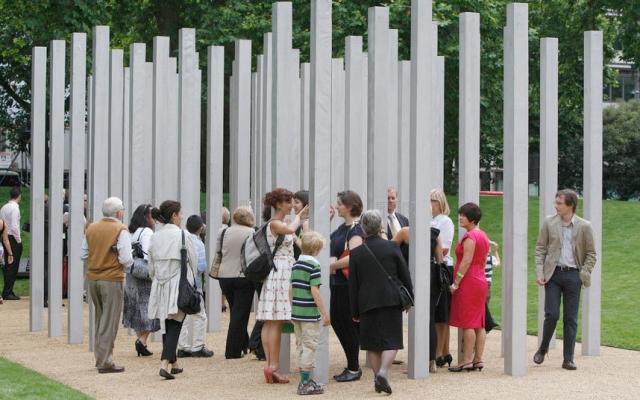 В память о жертвах был открыт мемориал.