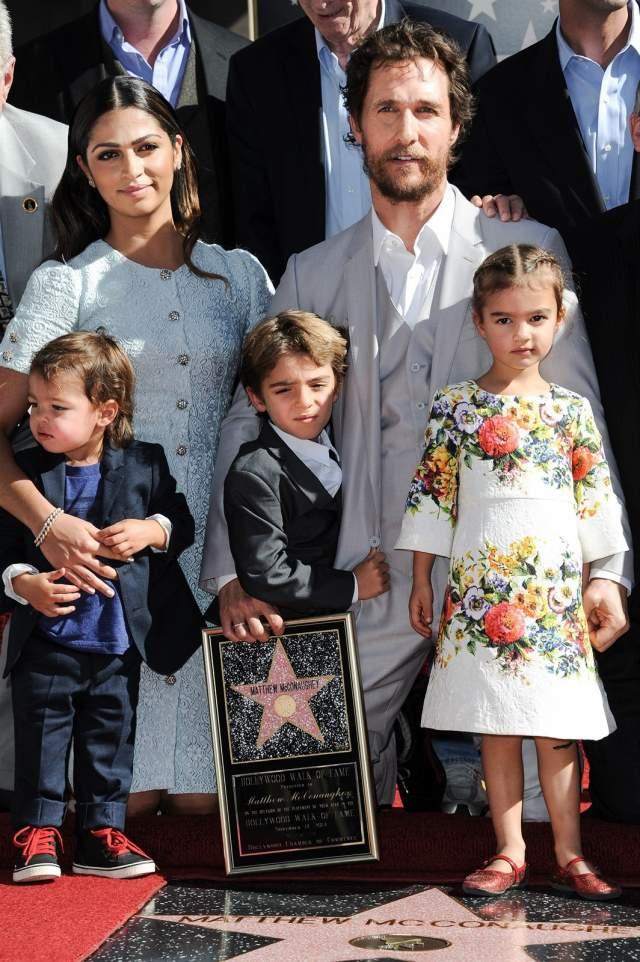 Сейчас у четы Макконахи трое детей: сын Леви Алвес-Макконахи, дочь Вида Алвес-Макконахи и ещё один сын — Ливингстон Алвес-Макконахи.