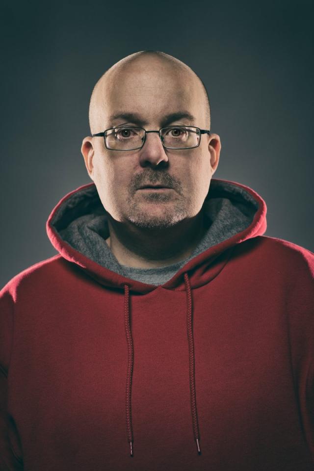 Несколько недель Брайан проводил эксперимент: пробовал новый наркотик, а потом, будучи под кайфом, писал автопортрет.