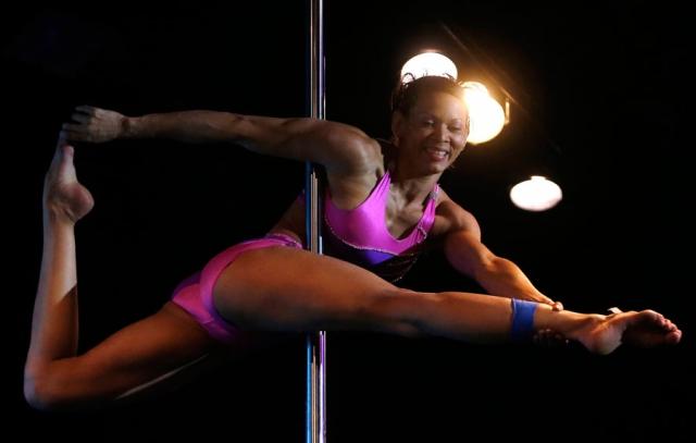 Растущее мировое сообщество любителей пилонного танца стремится к тому, чтобы данный вид занятий серьезно воспринимался как спорт и вид искусства.
