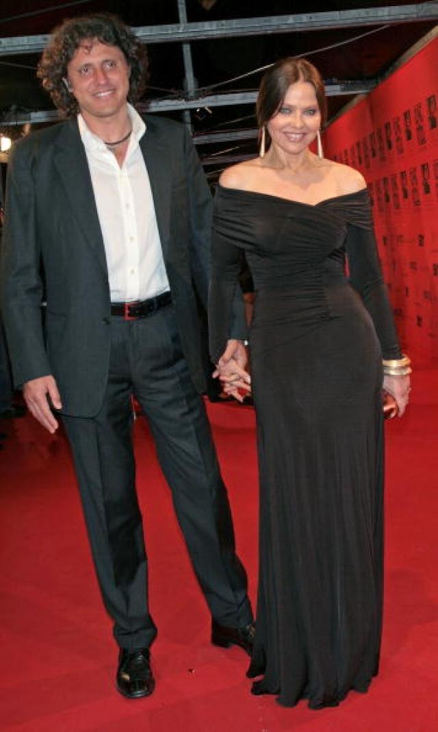 Актриса была замужем два раза. С 1998 года живет в фактическом браке с пластическим хирургом Стефано Пиколло. У Мути две дочери и один сын.