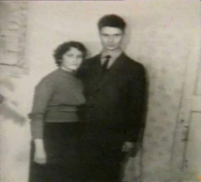 Познакомились они через сестру Андрея, Татьяну, в 1962 году, а через полтора месяца поженились. В 1965 году родилась дочь Людмила, а в 1969 году – сын Юрий.