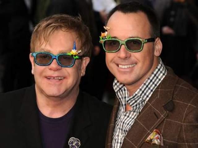 В 1993 году музыкант познакомился со своим будущим гражданским партнером, режиссером и продюсером Дэвидом Фернишем. 21 декабря 2005 года Джон и Ферниш заключили брачный договор.