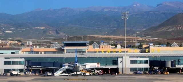 На острове Тенерифе был построен второй аэропорт, Рейна-София. Он располагается на юге острова и отличается куда более предсказуемыми погодными условиями, нежели аэропорт Лос-Родеос.