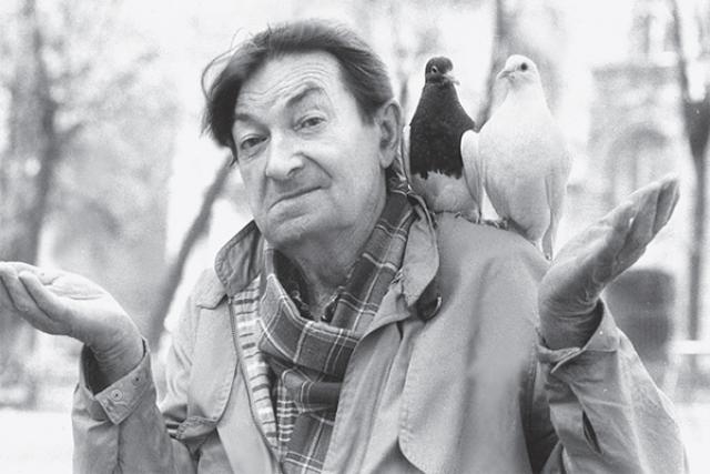 Актер крайне ограничивал общение со сторонними людьми, избегал встреч с журналистами. Практически постоянно находился в квартире, выходя на улицу только покормить голубей.