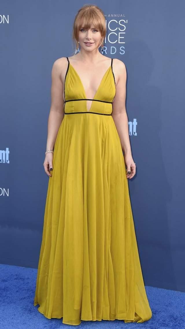 Позже актриса взбудоражила поклонников, появившись на торжестве в желтом платье за $240.