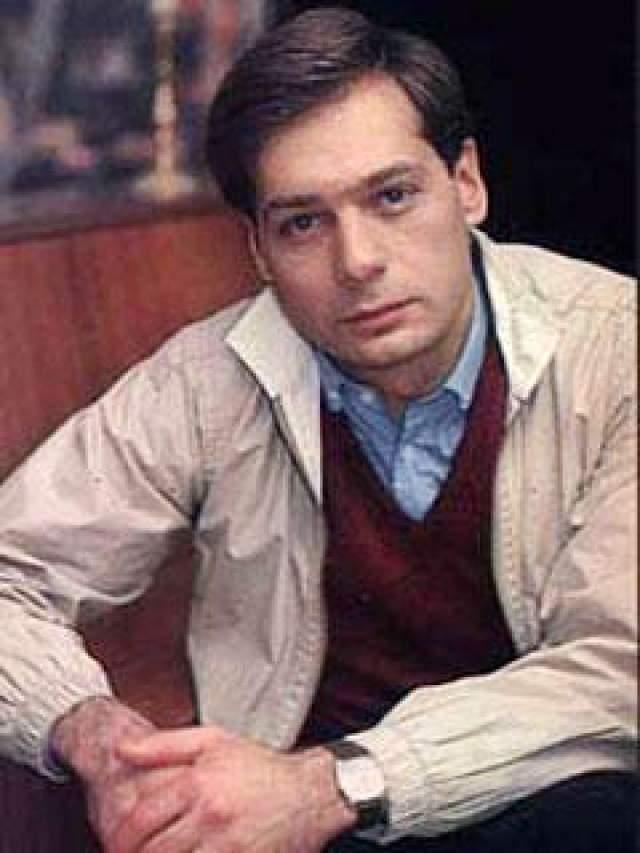 """Один из сыновей Ростислава - Игорь также окончил театральное училище им Щукина и с 1974 по 1992 год служил в театре на Алой Бронной. С 17 сентября по 26 ноября 2001 года вел телеигру """"Алчность"""" на канале НТВ."""