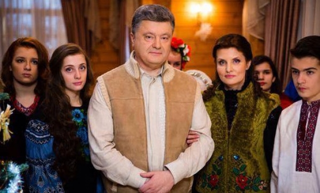 Неофициальные наряды президента Украины также не остаются без внимания интернет-пользователей.