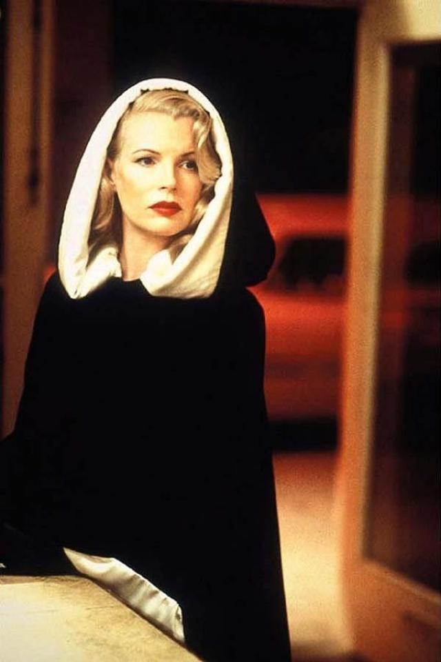 """Ким Бейсингер, фильм """"Секреты Лос-Анджелеса"""". Актрисе повезло засветиться в одном из самых сексуальных фильмов 90-х."""