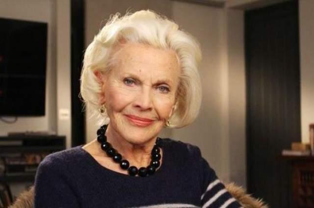 """Хонор Блэкман, 94 года Английская актриса родилась 22 августа 19925 года. Хонор известна прежде всего своей ролью в фильме """"Голдфингер"""", """"Дневник Бриджи Джонс"""" и в сериале """"Мстители"""" (1961-1969)"""