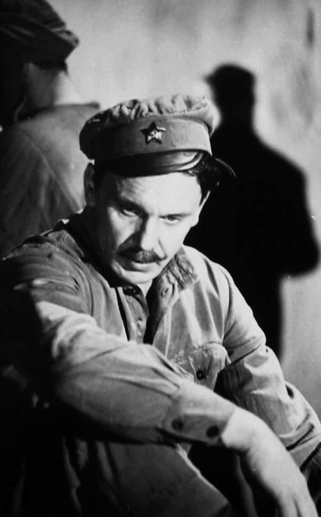 """""""Белое солнце пустыни"""" - 1970 Георгий Юматов был утвержден на роль Сухова сразу, но подвела дружба с алкоголем."""