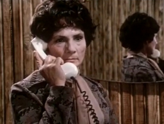 """В 1982 году за взяточничество арестовали супруга актрисы, генерального директора """"Союзгосцирка"""" Колеватова, приговорив к 13 годам тюрьмы. Пашкова тут же стала """"чужой"""", хотя внешне в театре работы ее никто не лишал."""