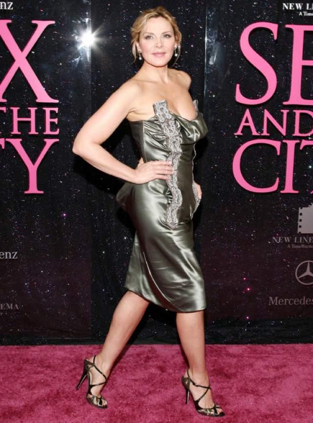 Ким Кэтролл : 40 размер ноги В отличие от Умы, другая актриса - Ким Кэтролл нисколько не комплексует по поводу своего размера.