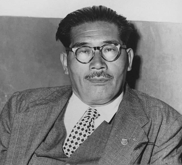 Инедзиро Асанума Японский политик, глава японской социалистической партии был убит 12 октября 1960 года во времяполитических дебатов в Токио.
