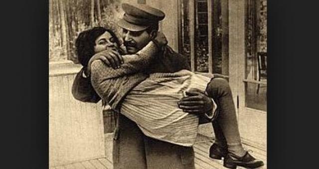 Светлана Аллилуева. Единственная дочь Сталина родилась 28 февраля 1926 года. После самоубийства матери большее влияние на девочку оказала ее няня Александра Андреев¬на.