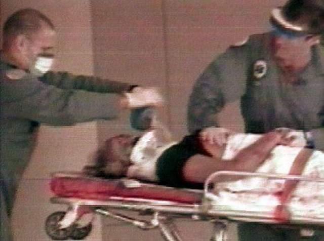 Он стал пятой жертвой молодого человека по имени Эндрю Кьюнен, которого пресса оперативно прозвала серийным гей-убийцей. Версаче был доставлен в госпиталь, где и скончался.