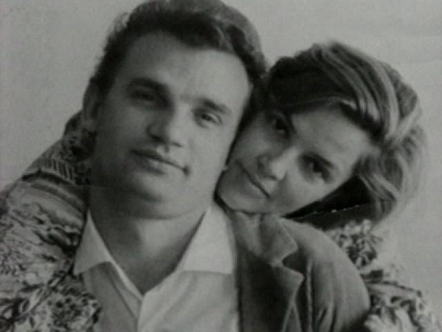 """Дзидра Ритенберга и Евгений Урбанский. Это была невероятно красивая пара - кумир кинозрителей, сыгравший главную роль в фильмах """"Коммунист"""" и """"Чистое небо"""", и одна из самых обаятельных актрис 1950-х годов."""