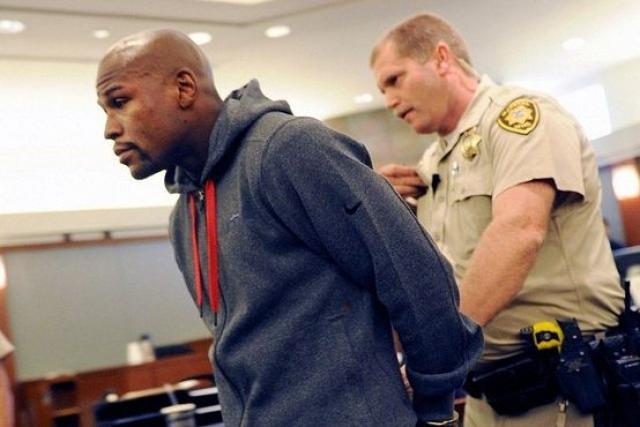В 2012 году по факту нанесения побоев одной из своих подруг Джози Харрис Мейвезер был осужден на полугодовое тюремное заключение.