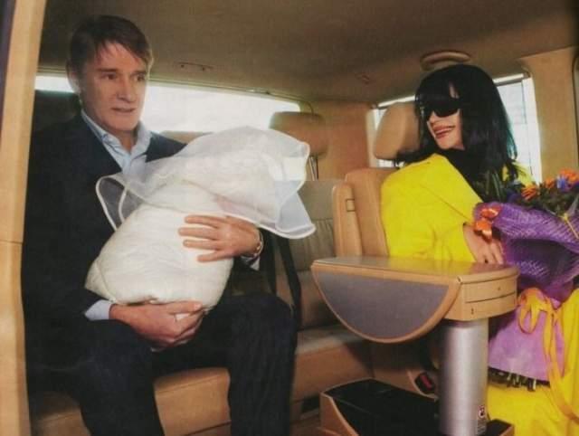 В 2007 году, за год до трагического события, Юлия родила от Абдулова дочь Женю. В марте девочке исполнилось 10 лет.