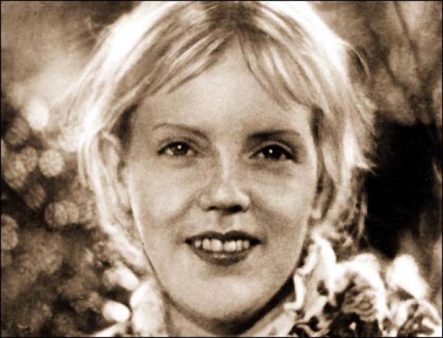 """Марина Ладынина. Звезда музыкальных комедий """"Свинарка и пастух"""" и """"Кубанские казаки"""" перестала появляться н экране в середине 60-х годов."""