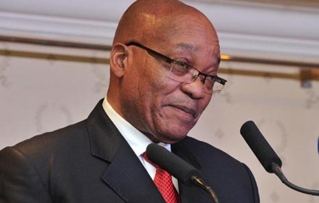 """В 2006 году суд Йоханнесбурга оправдал Зуму, постановив, что секс произошел """"по взаимному согласию"""". Это решение основывалось на показаниях самого Зумы и спорных психологических экспертизах - женщина же продолжала настаивать на факте изнасилования."""