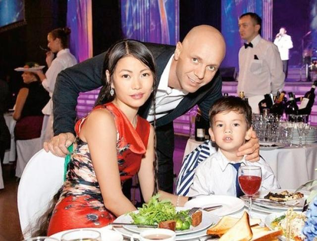 Его новый проект – ресторан здоровой пищи, где средний чек составляет 5-6 тысяч рублей.