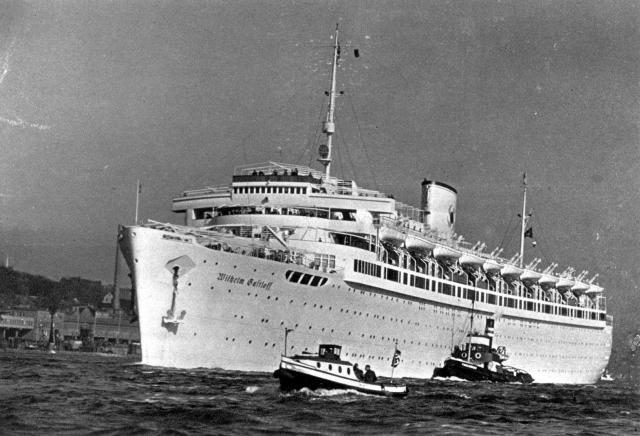 """Когда советская подлодка выпустила ракеты по """"Густлоффу"""", на судне находилось около 11 тысяч человек, из которых половину составляли беженцы и раненные."""