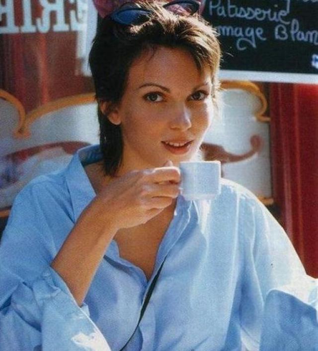 Кроме того, у Кати Андрие довольно успешная карьера в модельном бизнесе. Ее до сих пор приглашают на съемки рекламы для телевидения и в глянцевых изданиях. В настоящий момент она счастливо живет в Париже с супругом-адвокатом.