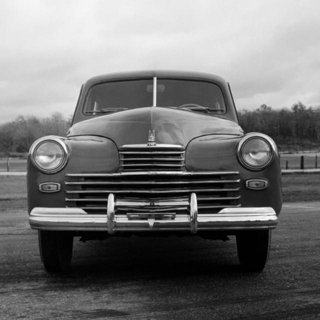 Не менее значимым для этой эпохи автомобилем являлась Победа - ГАЗ-М-20 , которую выпускали более десятилетия – с 1946 по 1958 год на Горьковском автомобильном заводе.