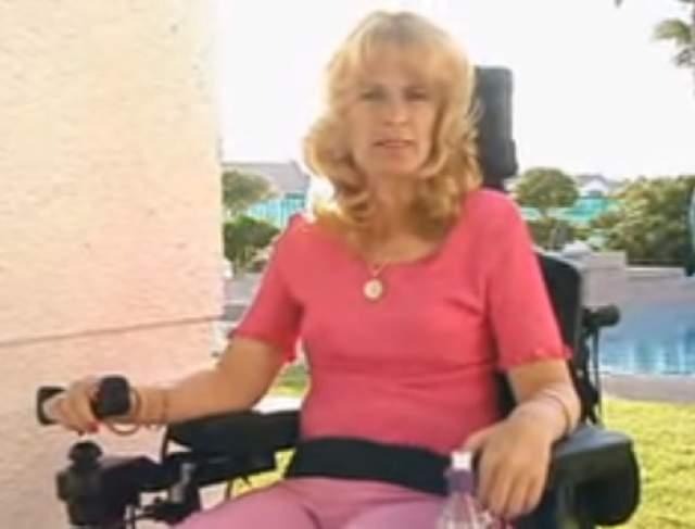 Сегодня Синтия парализована от пояса и передвигается в инвалидной коляске. У нее работают только руки и плечи, она не в состоянии выполнить самостоятельно даже самые простые задачи - расчесать волосы или одеться. Ее супруг, Терри Бреннан, все еще работает барменом в казино Монте-Карло в Лас-Вегасе и заботится о своей парализованной жене.