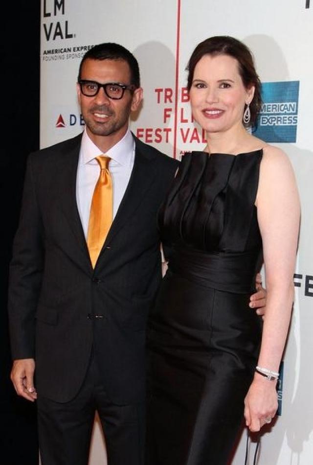 Джина Дэвис и Рез Джаррахи. 47-летняя актриса вышла замуж в четвертый раз за 32-летнего доктора 1 сентября 2001 года