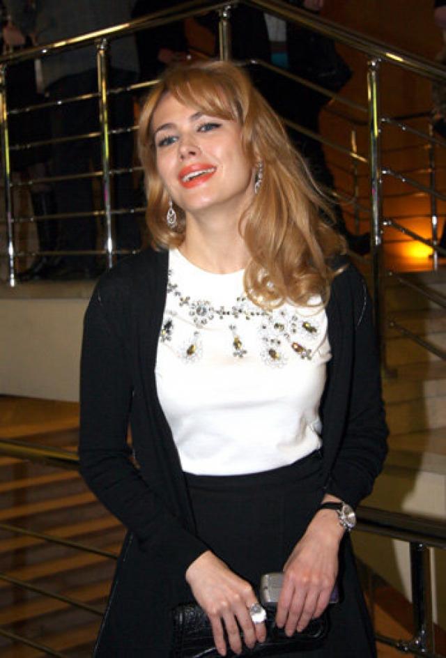 Муселиани подал на развод, но так и не смог измениться в лучшую сторону: изменял Алине, а затем и вовсе сообщил, что встретил новую любовь – актрису Анну Горшкову .