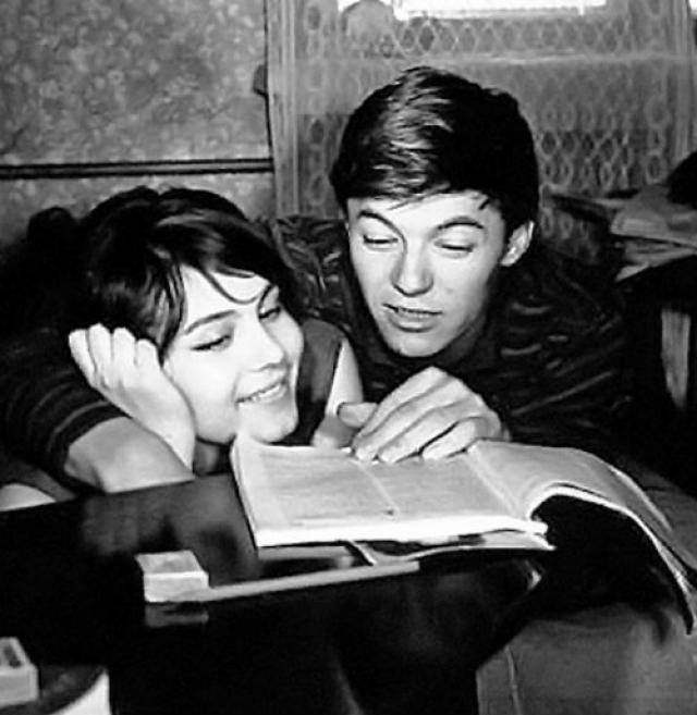 Александр Збруев. Актер был женат дважды и оба раза на коллегах. Его первой женой стала актриса Валентина Малявина.