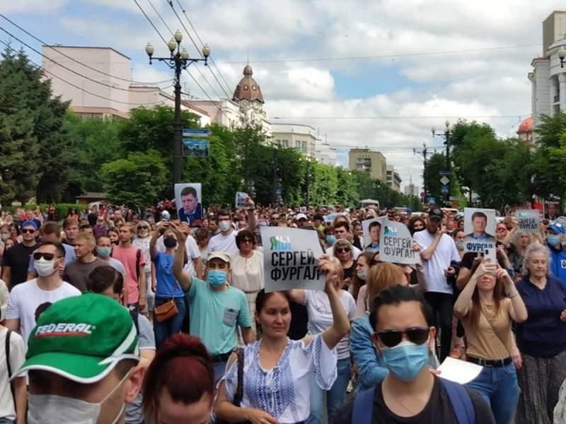 Хабаровск вышел на акцию протеста против ареста губернатора Фургала