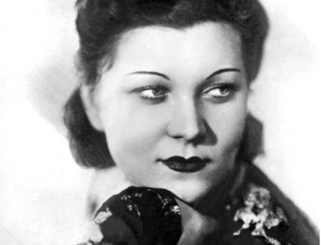 """Клавдия Шульженко. Песня """"Синий платочек"""" принесла удивительной женщине всенародную славу и признание, ее полюбили миллионы."""