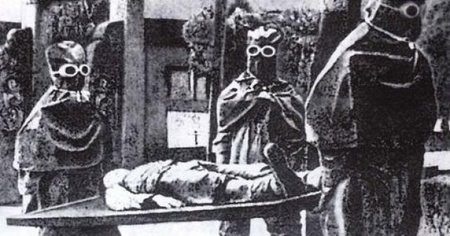 В 1942 году он начал свои исследования по микробиологическим атакам. Он проверял вирусы на китайских военнопленных и гражданских лицах.