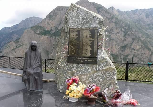"""О судьбе Бодрова по сей день ничего не известно, его тело так и не нашли. Сергей отправился в горы на сьемки фильма """"Связной"""""""