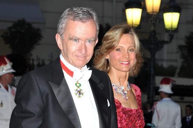 В браке с ней у владельца домов моды Dior, Givenchy, Louis Vuitton и Kenzo родились трое сыновей.