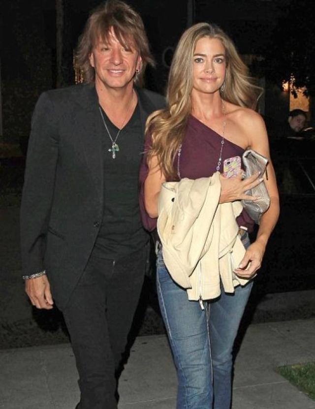 Дениз Ричардс. Ей удалось отобрать мужа у самой Хизер Локлир. Актрисе оказалось по силам увести Ричи Самбору, гитариста Bon Jovi, у своей же подруги. Однако отношения свежеиспеченной парочки далеко не были гладкими, они то расходились, то снова появлялись вместе.