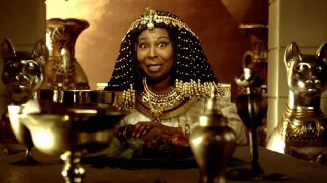 Вупи Голдберг буквально шокировала американских зрителей, появившись в рекламном ролике в образах статуи Свободы, Принцессы на горошине, Клеопатры, Жанны д'Арк и многих других известных дам. Что же она рекламирует?