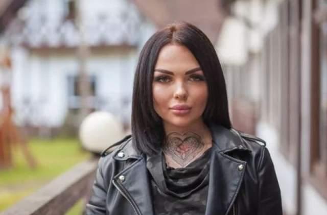 Полина Лобанова, 20 лет. Бывшая участница реалити-шоу скончалась в начале июля 2018 года. Ей было всего 20 лет. О происшествии сообщила в соцсети сестра девушки, но о причинах она не рассказала.