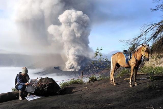 Действующий вулкан Бромо в Индонезии. Ivan Tykhy, National Geographic Your Shot