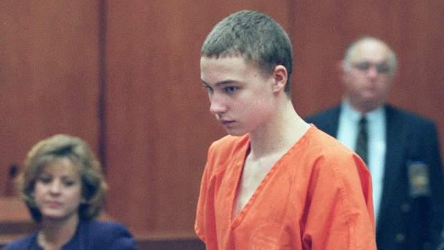 Присяжные обвинили его в преднамеренном убийстве первой степени и дали ему пожизненное без права быть освобожденным досрочно.