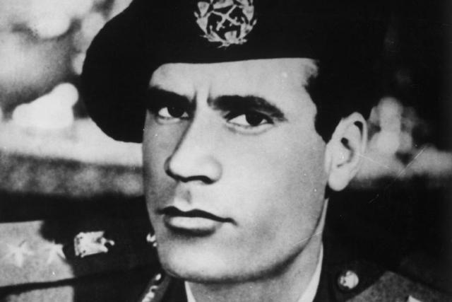 Многие его биографы утверждают, что Муаммар бен Мухаммед Абу Меньяр Абдель Салям бен Хамид аль-Каддафи родился в 1940 году. Сам Каддафи уверял, что появился на свет 19 июня 1942 года в бедуинском шатре в 30 километрах южнее города Сирт.