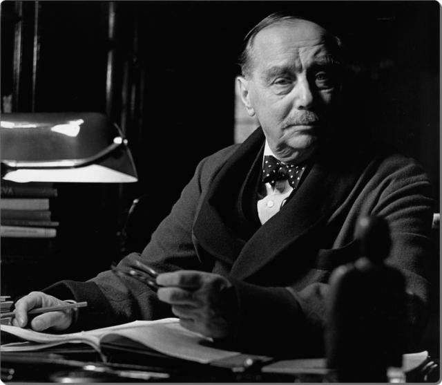 """Герберт Уэллс также упомянул в своих книгах ряд пророческих фактов. Так, несмотря на насмешки """"заказных физиков"""", он предсказал появление лазера и ракетного двигателя."""